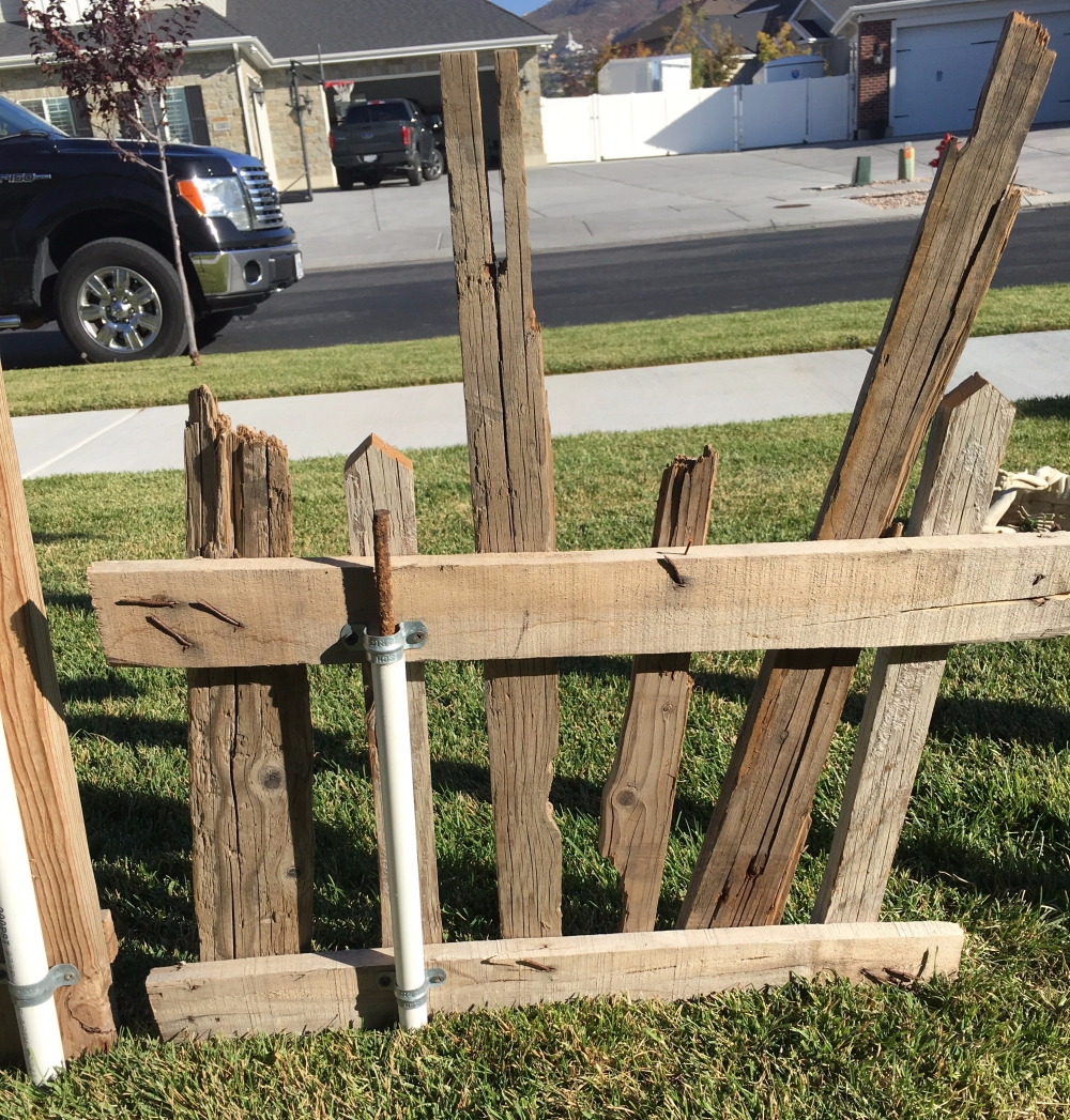Do it yourself halloween pallet fences